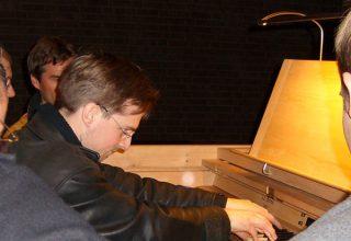 Orgelweihe Limperich / Oliver Schulte führt die Orgel vor